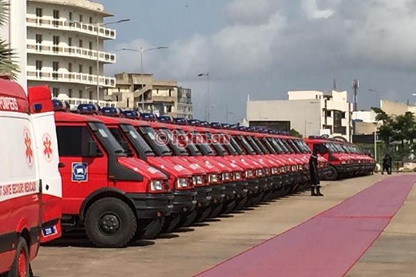 Macky Sall remet un équipement de 26 milliards aux sapeurs-pompiers