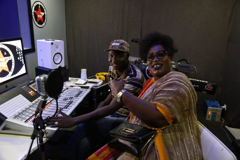 Attention: Ngoné Ndiaye Nguéweul en studio avec du lourd bientôt.