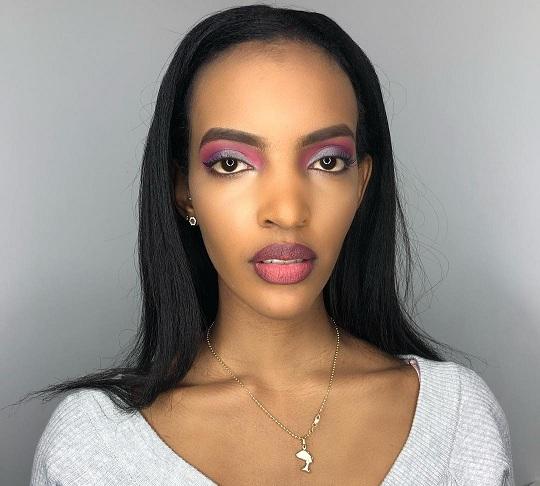la fille d'Aliou Cissé, toute souriante affiche un Makeup à la perfection