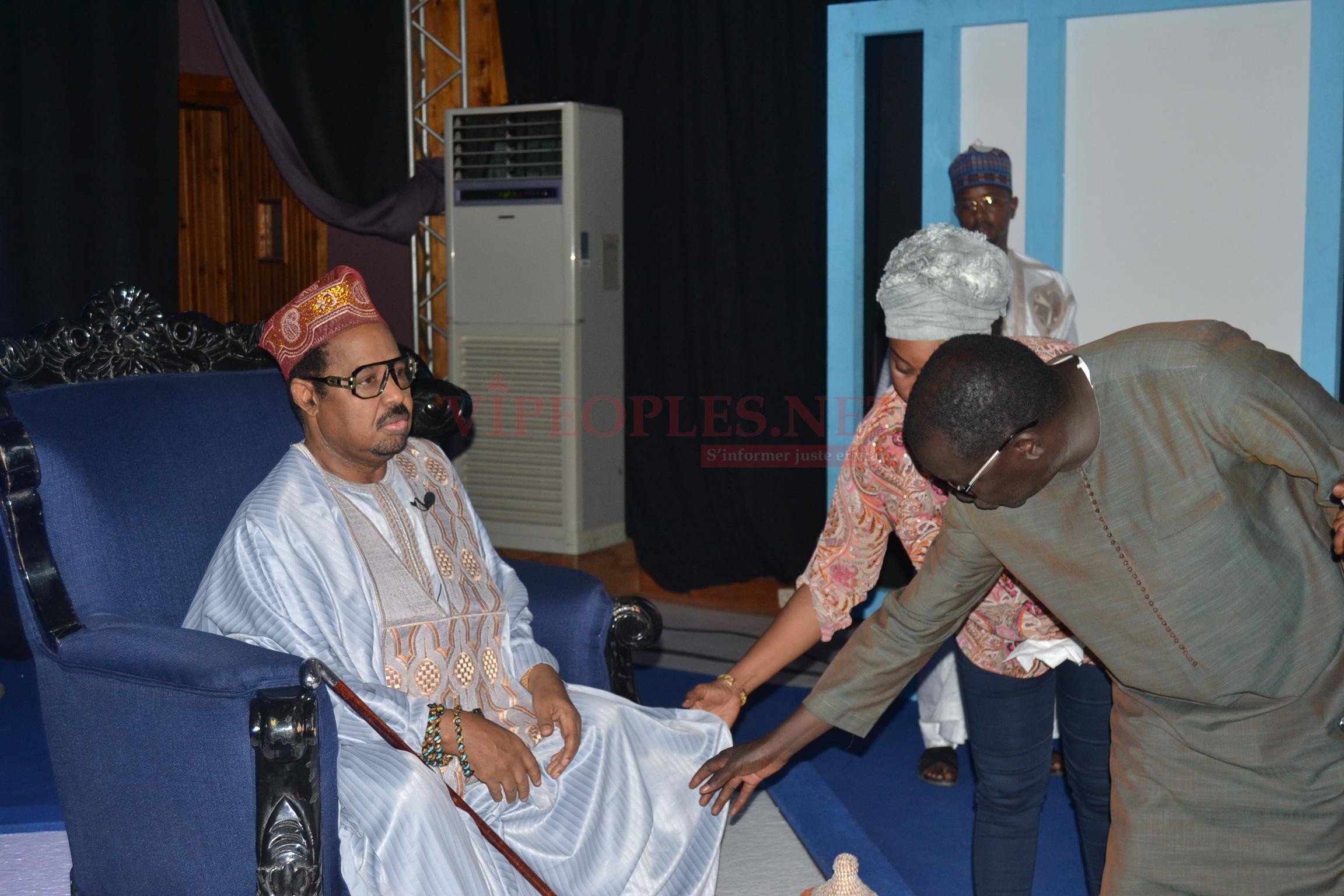 Réplique à Gaston Mbengue, Ousmane Sonko, pétrole, fer,Grace de de Khalifa Sall: Ameth Khalifa Niasse déballe tout sur Célébrité en ligne sur la 2STV. REGARDEZ