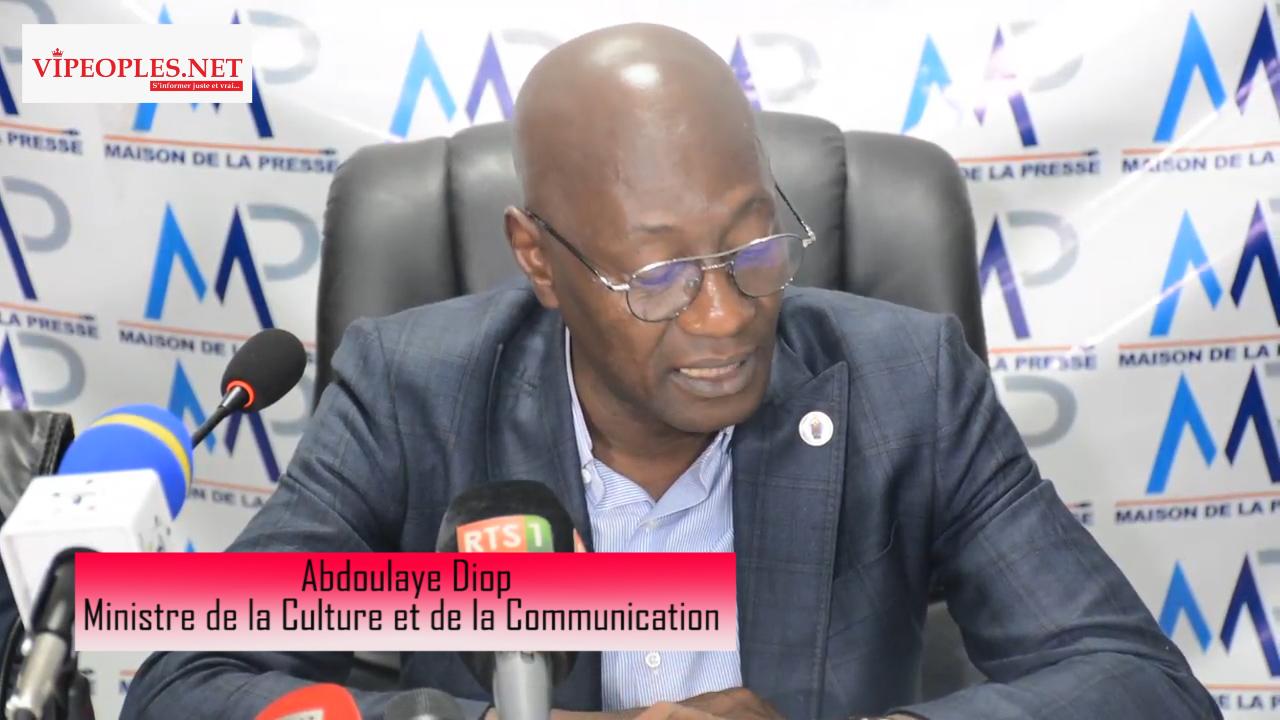 Discours du ministre de la culture et de la communication, Ablaye Diop sur l'assainissement de la presse en ligne avec le nouveau code de la presse et présentation des spécimen des nouveaux cartes de presse nationale.