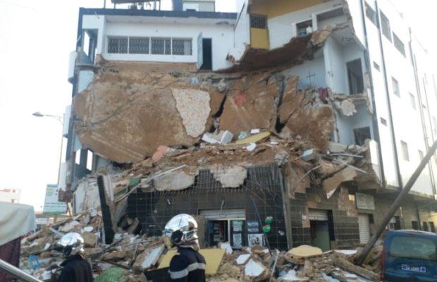 TOUBA: La façade d'un immeuble s'écroule à 28 , . Le propriétaire gravement blessé. Une femme et un enfant ont aussi été retrouvés.