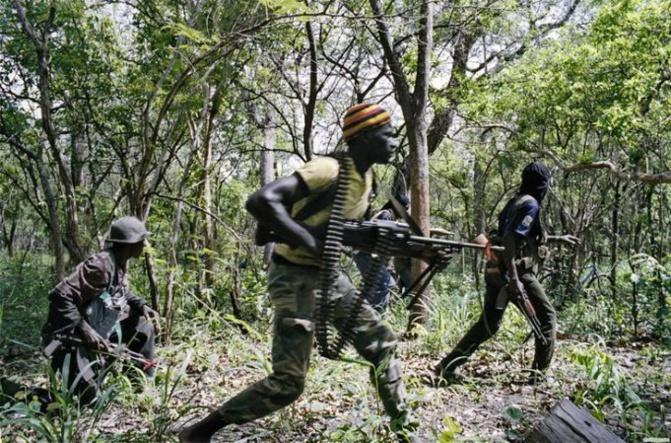 Des bandes armées sèment la terreur à Ziguinchor: un lycée attaqué, le coffre-fort emporté