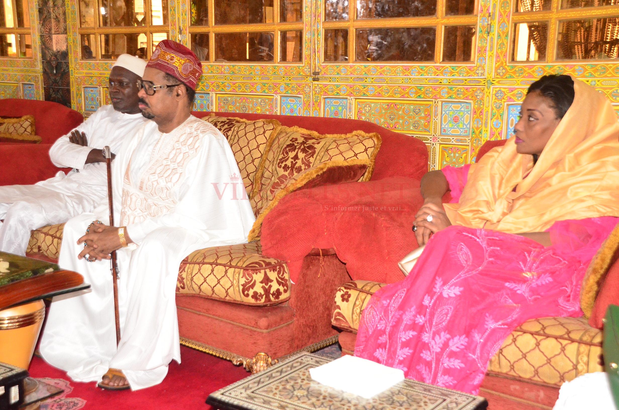 Sokhna Oumou Sy Dabakh,nouvelle femme d'Ahmed Khalifa accueille chaleureusement Khalifa Sall dans son palais