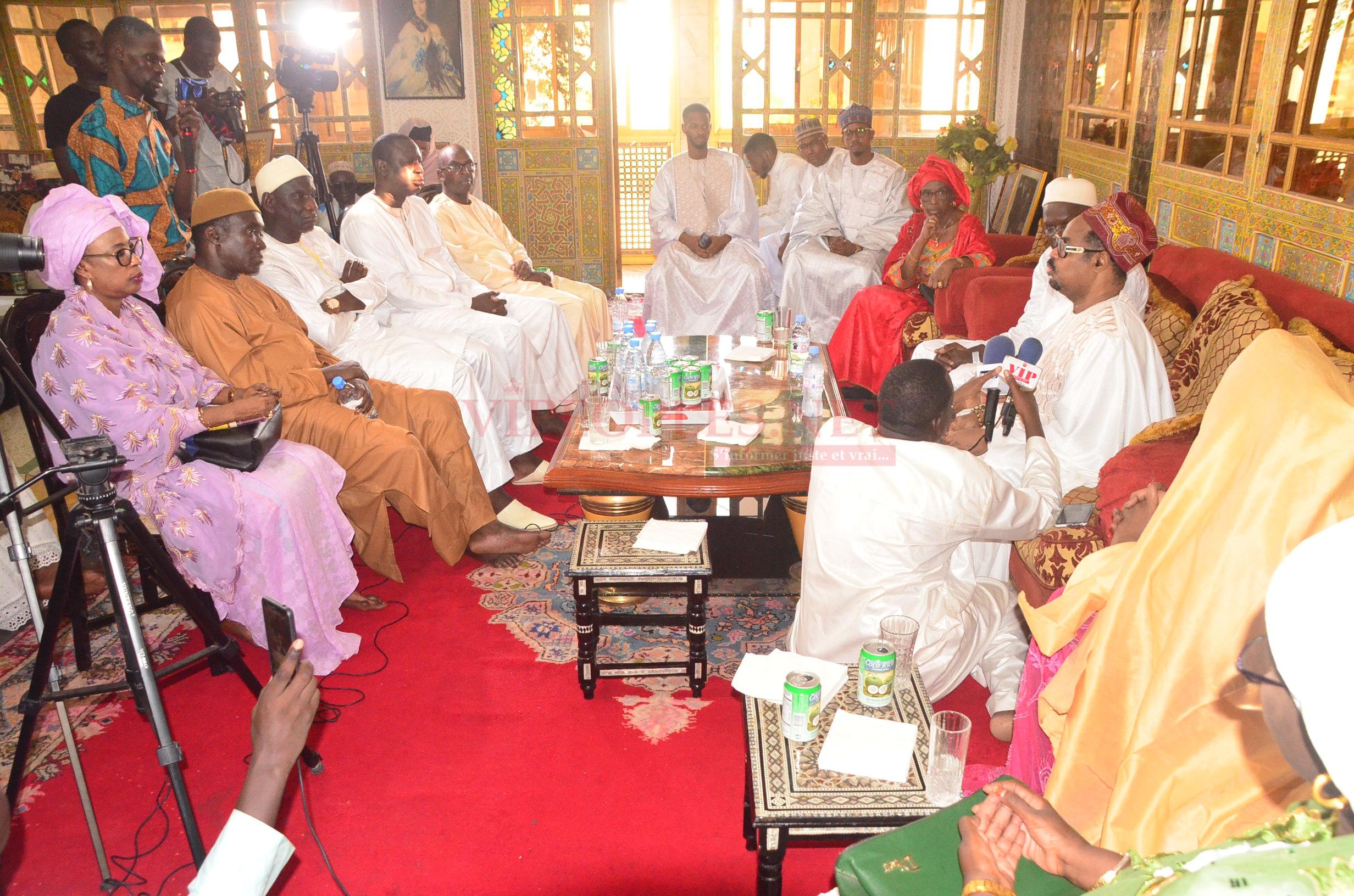 (37 Photos): Après sa sortie de prison, Khalifa Sall rend visite à Ahmed Khalifa Niasse
