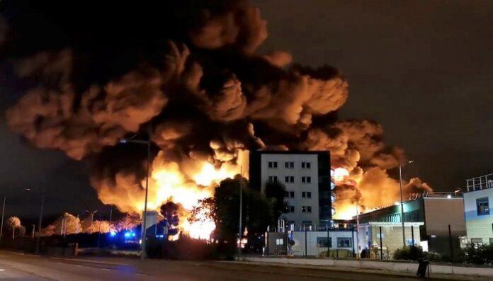 Gambie: Une entreprise et une centaine de voitures ravagées dans un incendie