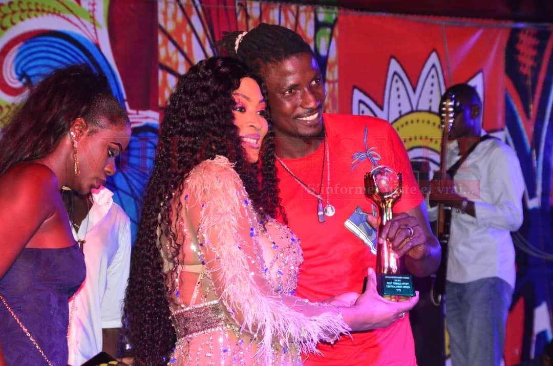 Titi, la lionne de la musique enflamme le Saraba avec son titre de meilleure artiste femelle de l'Afrique de l'Ouest