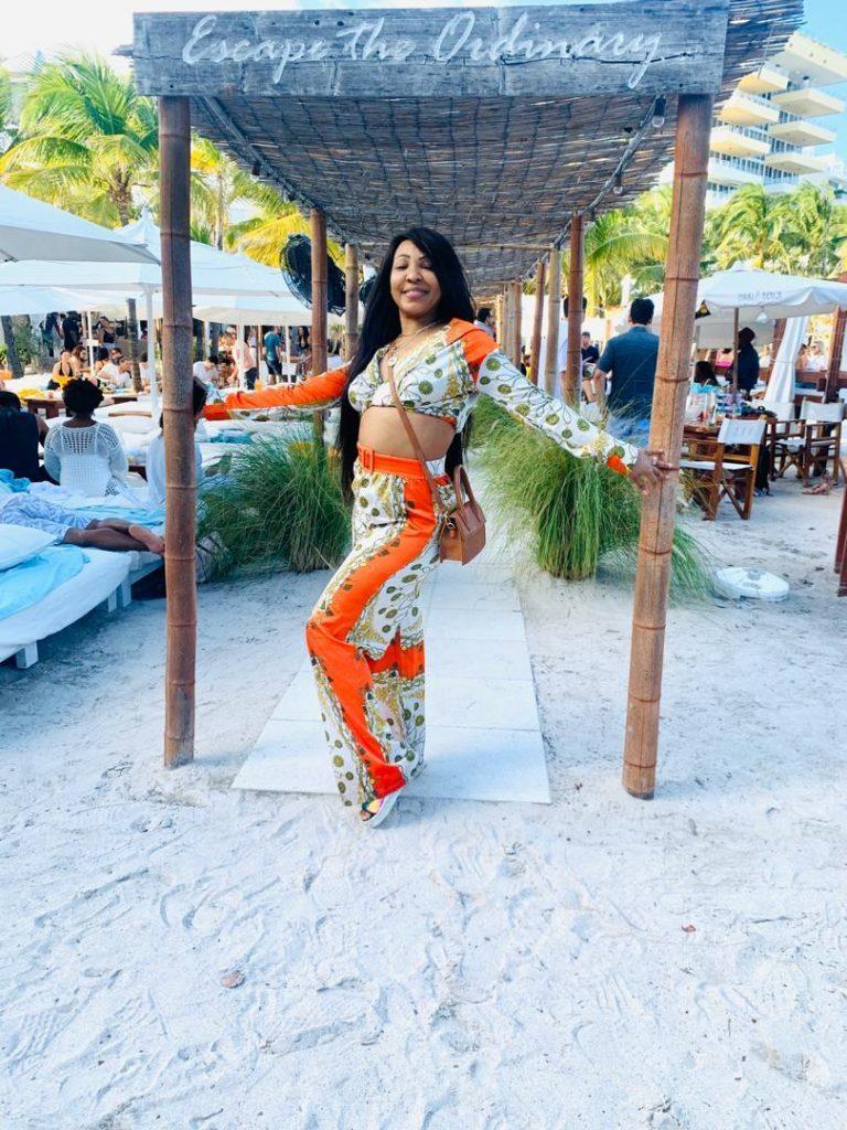 A Miami, Viviane adopte un look ado avec sa fille