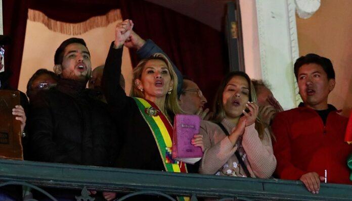 Bolivie : Après la destitution d'Evo Morales, une sénatrice se proclame présidente par intérim