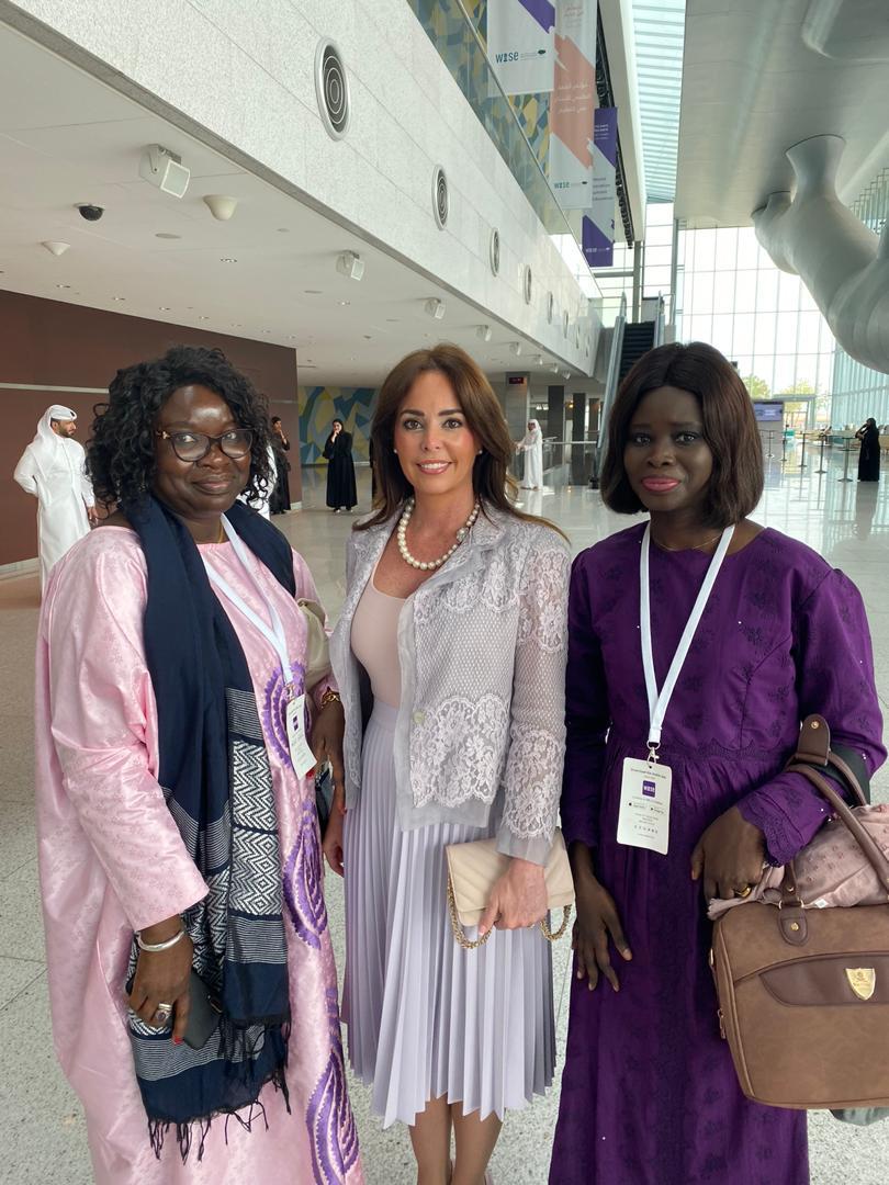 La Présidente  des jeunes élus d'Afrique de l'Ouest, Thérèse FAYE en compagnie de la première dame du Paraguay et de la reine du Quatar