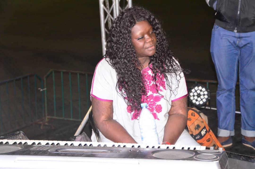 Stade Caroline Faye de Mbour, Coumba Gawlo en concert pour le Terrou War Tour.