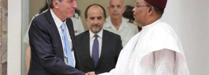 Convocation des chefs d'Etat africains : l'envoyé spécial de Macron reçu par Issoufou du Niger