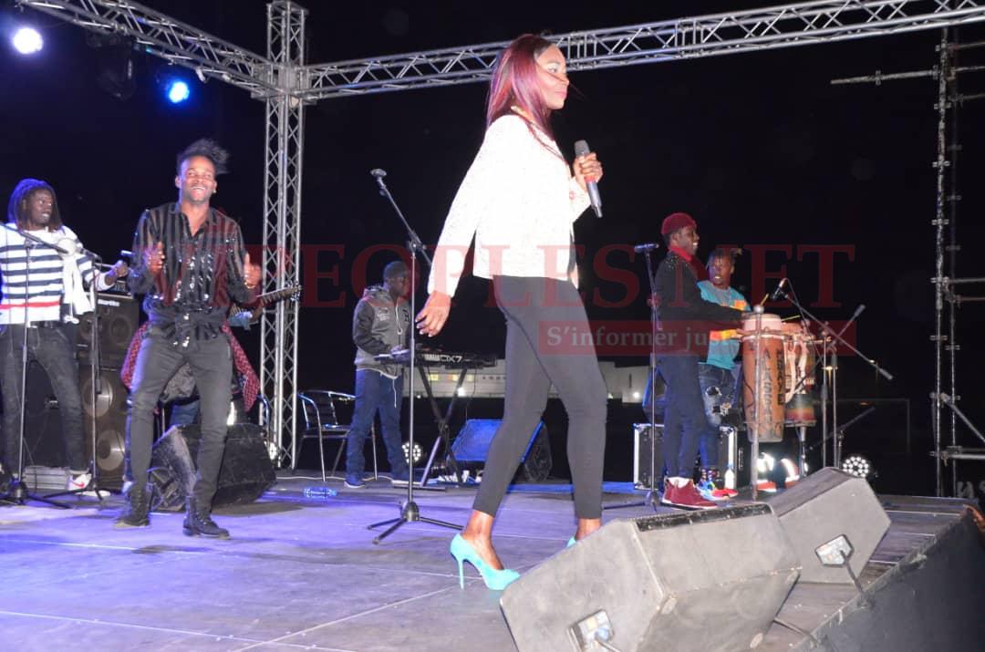 TERROU WAR TOUR -Vidéo – Leumbeul explosive – Ces filles ont enflammé le concert de Coumba GAWLO à Mbour