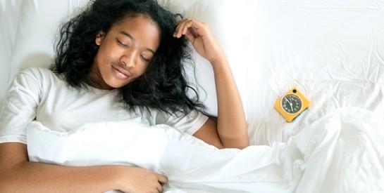 Dormir trop ou trop peu augmente vos risques d'infarctus ou d'Avc