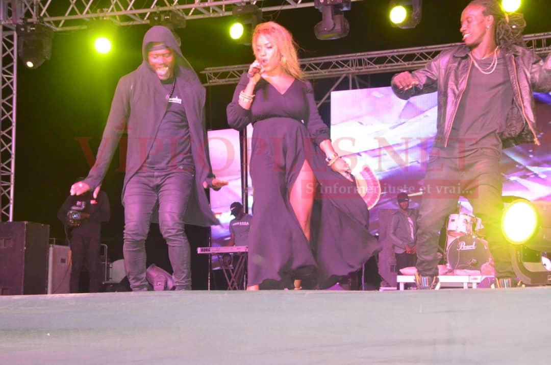 28 FIDAK: Un monde fou attérit à la foire de Dakar ce samedi 21 décembre pour assister au concert des artistes: Biacha, Kane Diallo, Diaw Diop Ibra Nadio, et Pape Diouf