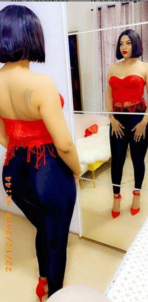 Extravagante , Lena Gueye n'a pas hésité à tomber le haut
