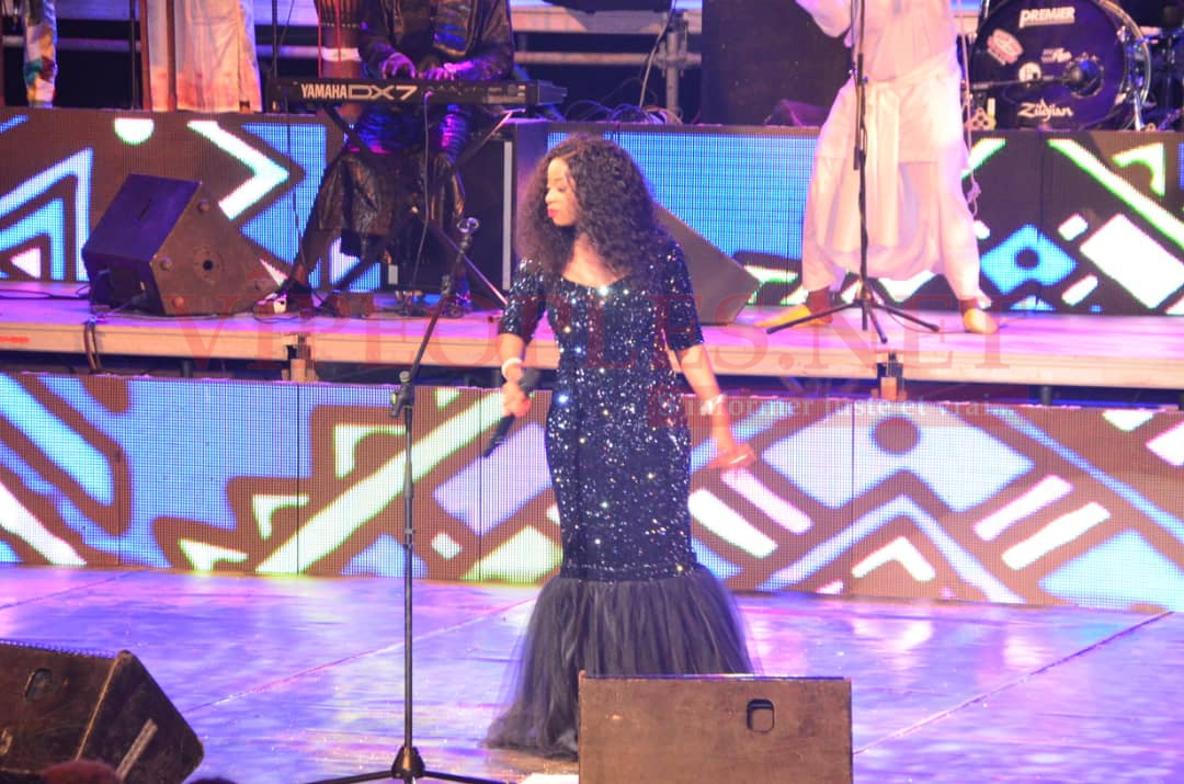 VIDÉO 10 ANS DE SPECTACLES: Adiouza gagne le pari de la mobilisation au Grand Theatre avec la présence des stars