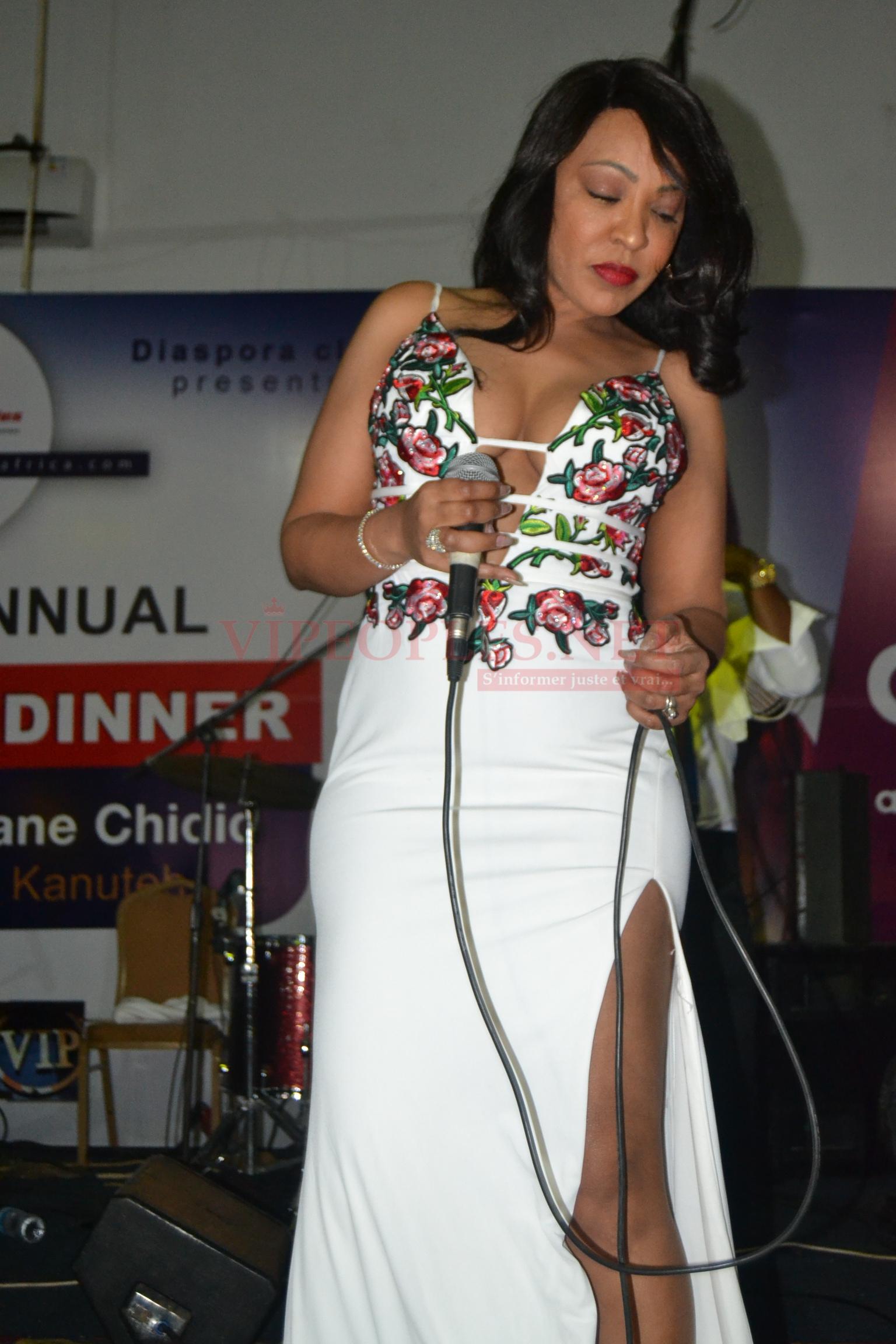 VIDÉO 1ER JANVIER: Viviane dans une robe ultra sexy met le feu en Gambie. REGARDEZ