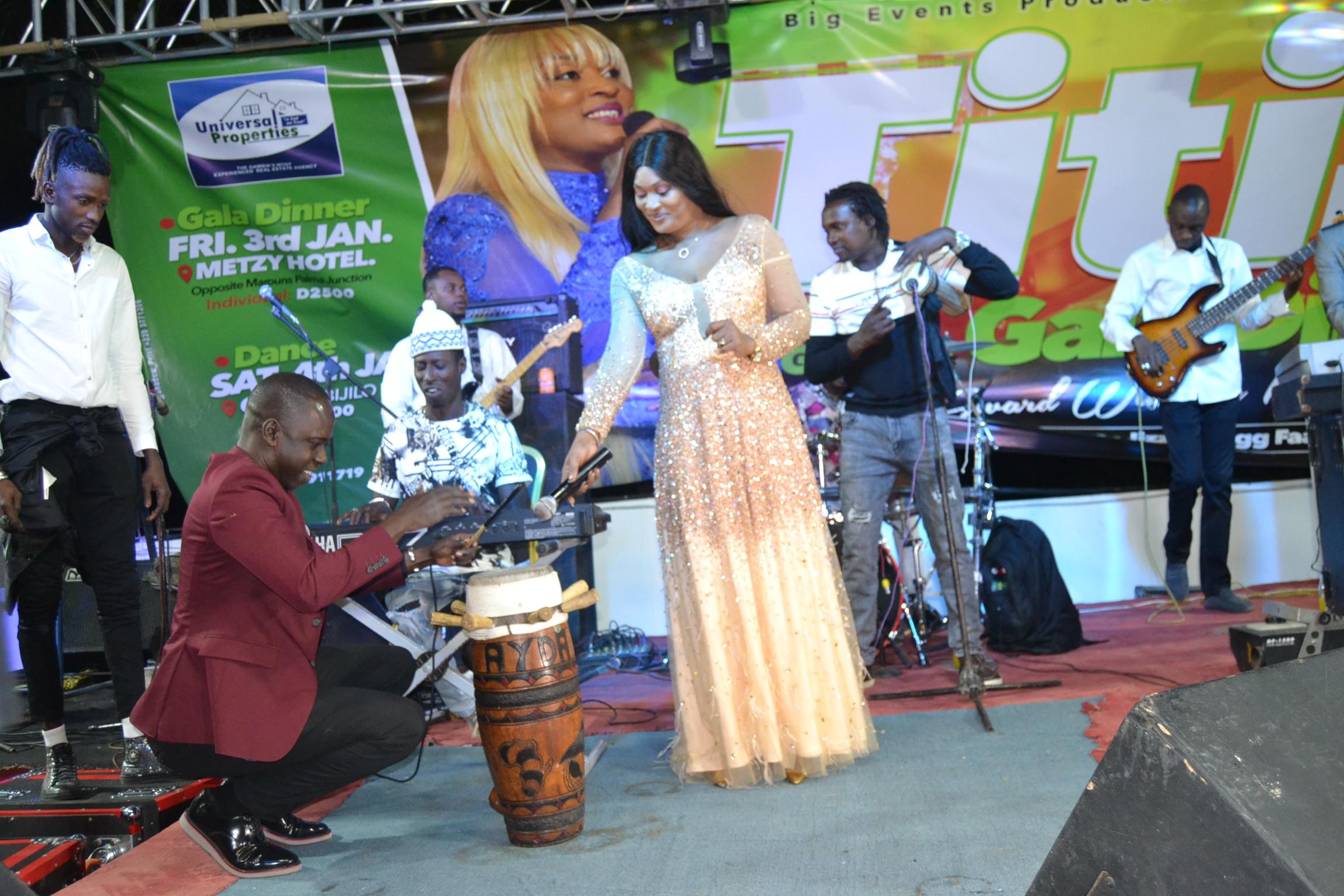 VIDÉO: Titi la lionne de la musique réussit un show magique au Metzy Hotel de la Gambie ce vendredi feat Sidy Samb. Regardez