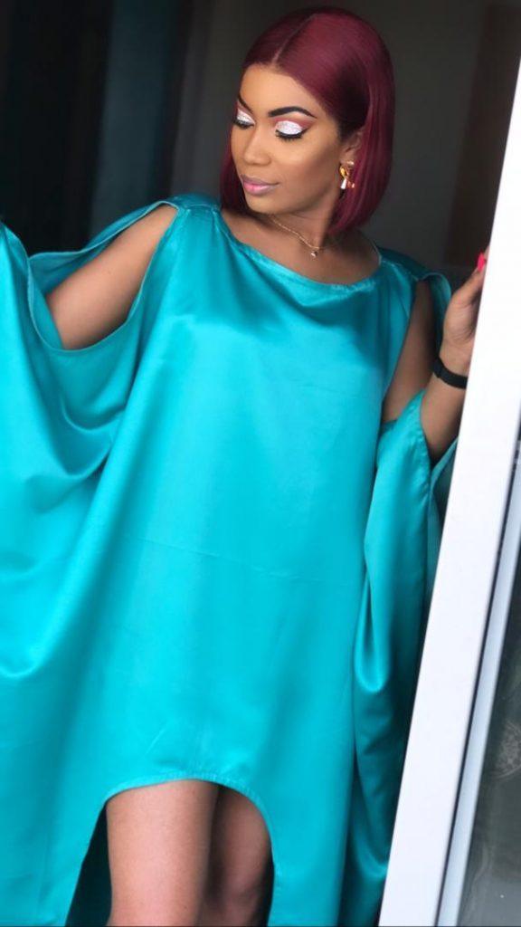 Mamy louise de la série belle mère dans une tenue de vendredi pas comme les autres