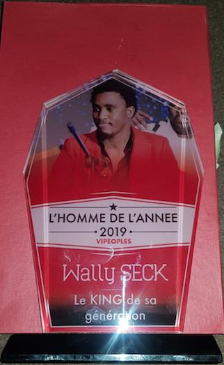 VIDÉO: Waly Seck Homme de l'Année 2019 catégorie musique reçoit son trophée au Vogue