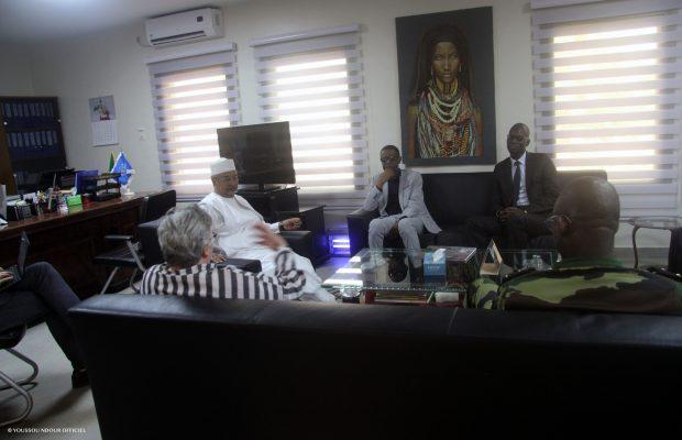 Youssou Ndour rend visite aux forces de défense et de sécurité du Sénégal déployés au Mali