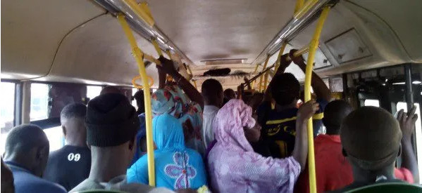 Coronavirus : Un fugitif testé positif, intercepté dans un bus de 60 places