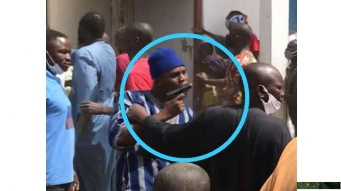 Affrontement à la gare routière de Touba : Le fils du président menace avec un pistolet