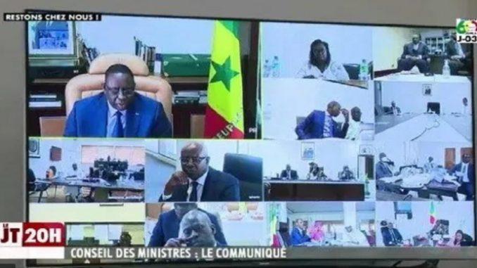 Macky Sall à ses ministres : « Travaillez avec les partenaires du secteur des transports, à la levée des restrictions selon des modalités à convenir »