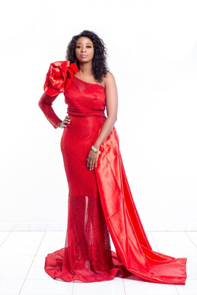 Divorcée, Adiouza s'affiche Glam et classe