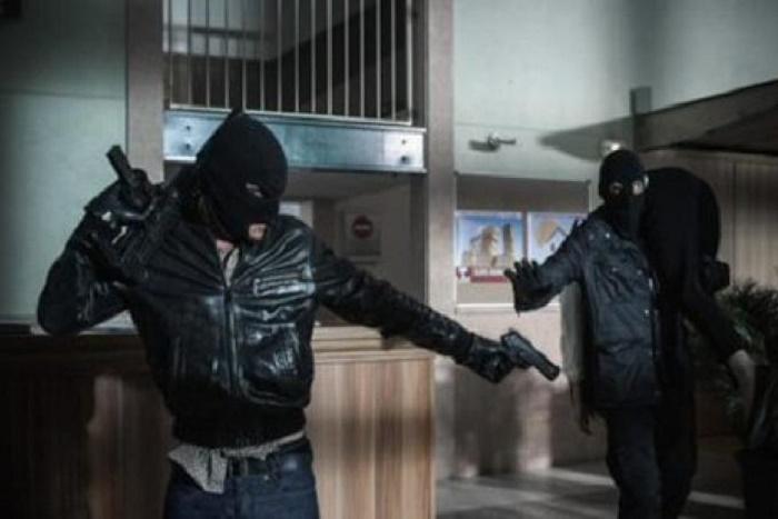 Attaque à main armée : Des malfaiteurs visitent une boutique, blessent le gérant par balle et emportent avec eux plus de 4 millions de Fcfa.