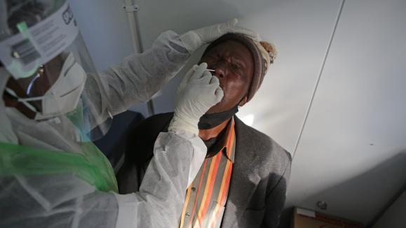 Coronavirus : un vaccin testé en Afrique du Sud