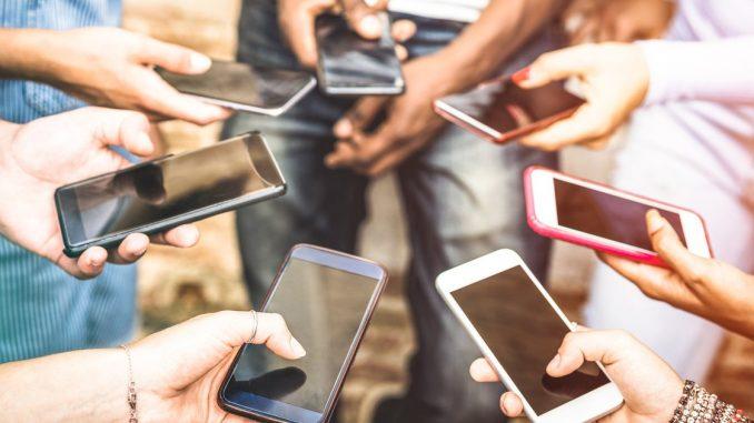 Whatsapp, Facebook, Tik Tok…: les élèves toujours en vacances