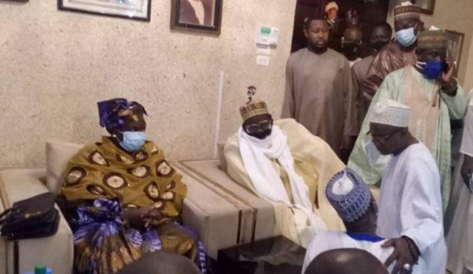 Mme Aminata Toure à Medina Baye pour presenter ses condoleances à l'imam Cheikh Tidiane Cisse