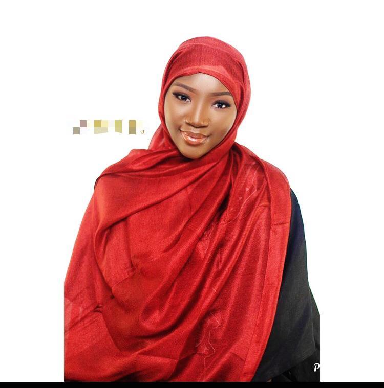 Amy de la Série « Adja » toute sublime en mode hijab