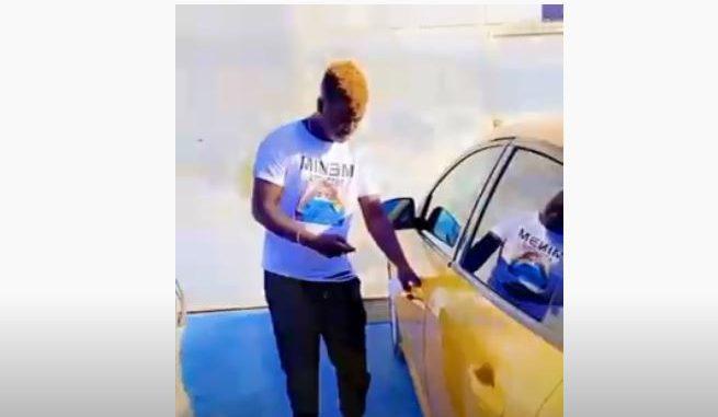 Pawlish Mbaye présente sa deuxième voiture : « Yallah mo mana téral … »