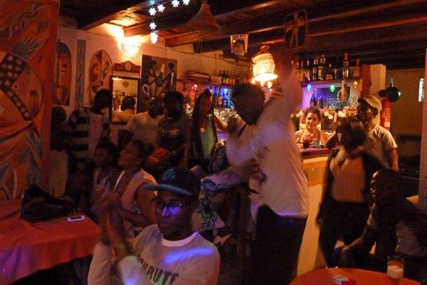 Dernières mesures prises par l'Etat contre le coronavirus : les tenanciers de bars « ivres » de colère