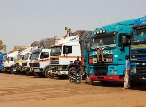 Dégâts collatéraux du blocus de la CEDEAO : des camions maliens et sénégalais bloqués à la frontière