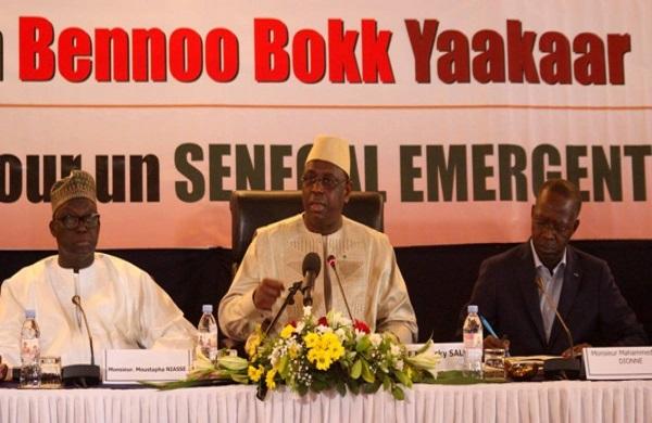 Lecture de l'actualité dominante : Bennoo Bokk Yaakaar félicite le Président Macky Sall pour son rôle au sein de la CEDEAO et la reprise du Dialogue National