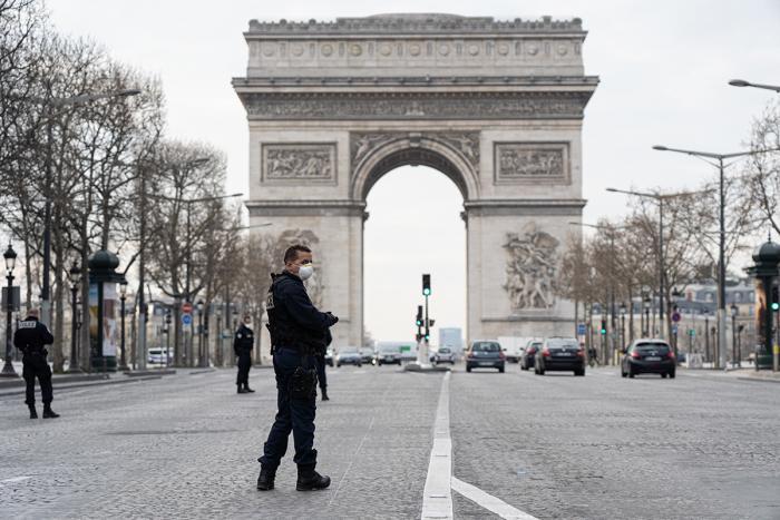 Coronavirus : la France prévoit des mesures plus sévères face à l'augmentation des cas