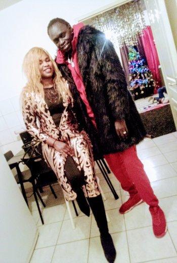 Anniversaire Maimouna Diallo la femme de Black Star SOUFFLE UNE BOUGIE DE PLUS.
