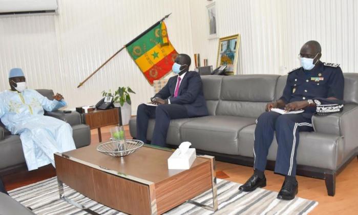 Projet Safe City : le MINT visite le poste de commandement de Dakar