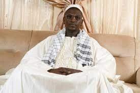Léona Niassène : Serigne Babacar Mbacké Moukabaro chez le Khalife général pour raffermir les relations entre les deux familles.