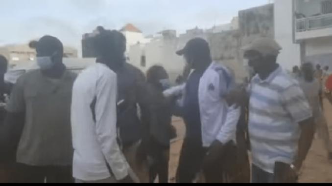 Pikine : Une bataille rangée a éclaté entre militants de Pape Gorgui Ndong et ceux de Cheikh Thiam, les raisons font rire