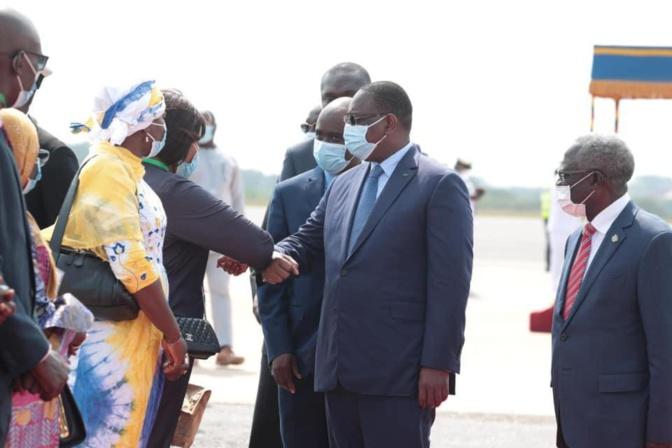 Accra: Arrivée de Macky Sall pour la réunion spéciale de la Cedeao