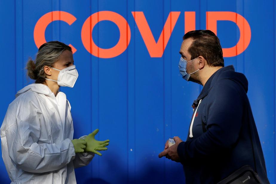 La pandémie de Covid-19 a fait plus de 961 500 morts dans le monde depuis fin décembre, selon les derniers chiffres de lundi 21 septembre. Plus de 31,1 millions de cas ont été comptabilisés, dont au moins 21 millions ont été guéris.   À bientôt six s