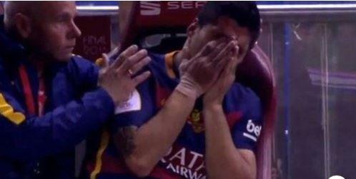 En larmes, Luis Suarez fait ses adieux aux joueurs du Fc Barcelone