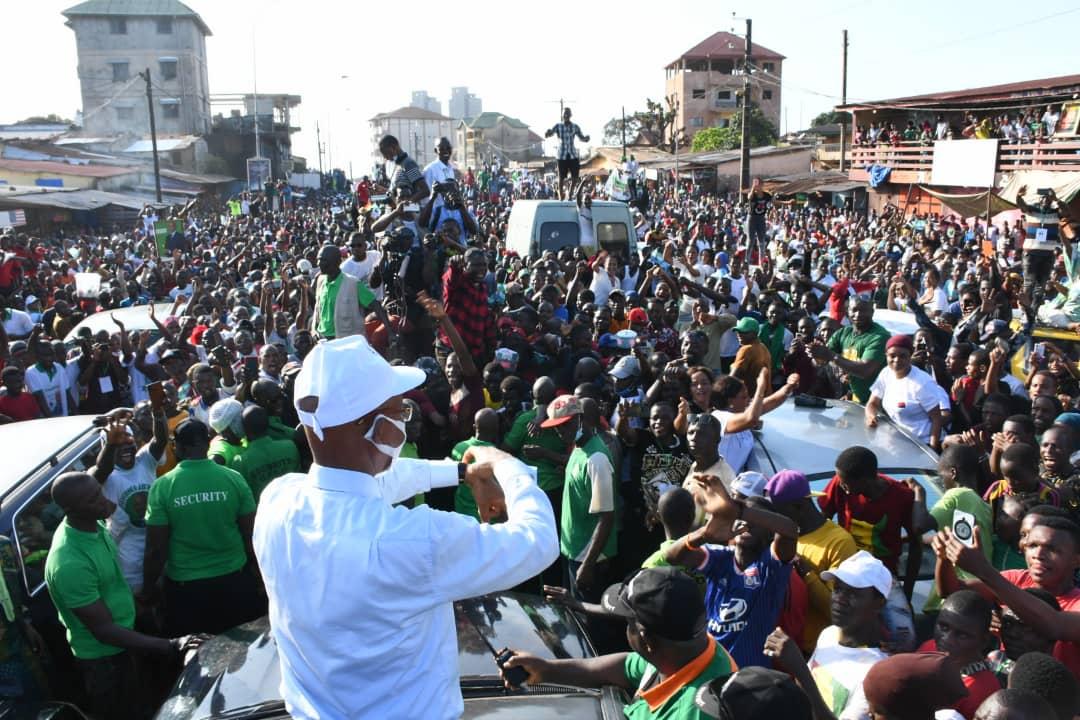 Cellou Dalein Diallo:Conakry est en fête ce soir ! Merci à tous pour cet accueil chaleureux et empli d'amour.