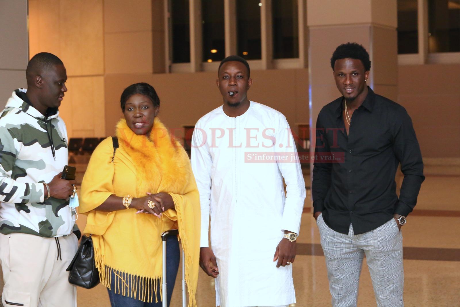 Les premiéres images de Las Vegas fashion, Mo Gate pour accueillir l'artiste Ndiollé Tall et le photographe Gomis à l'aéroport.