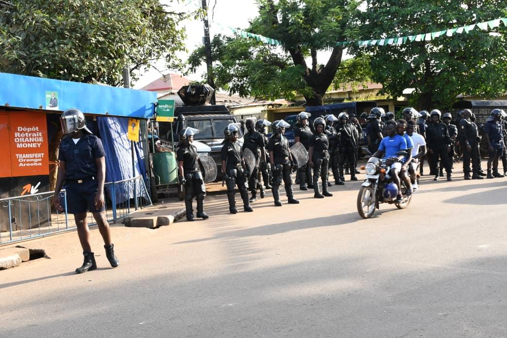 L'armée se déploie aux alentours de la maison de Cellou Dalein DIALLO pour le mettre en quarantaine: Président est confiné